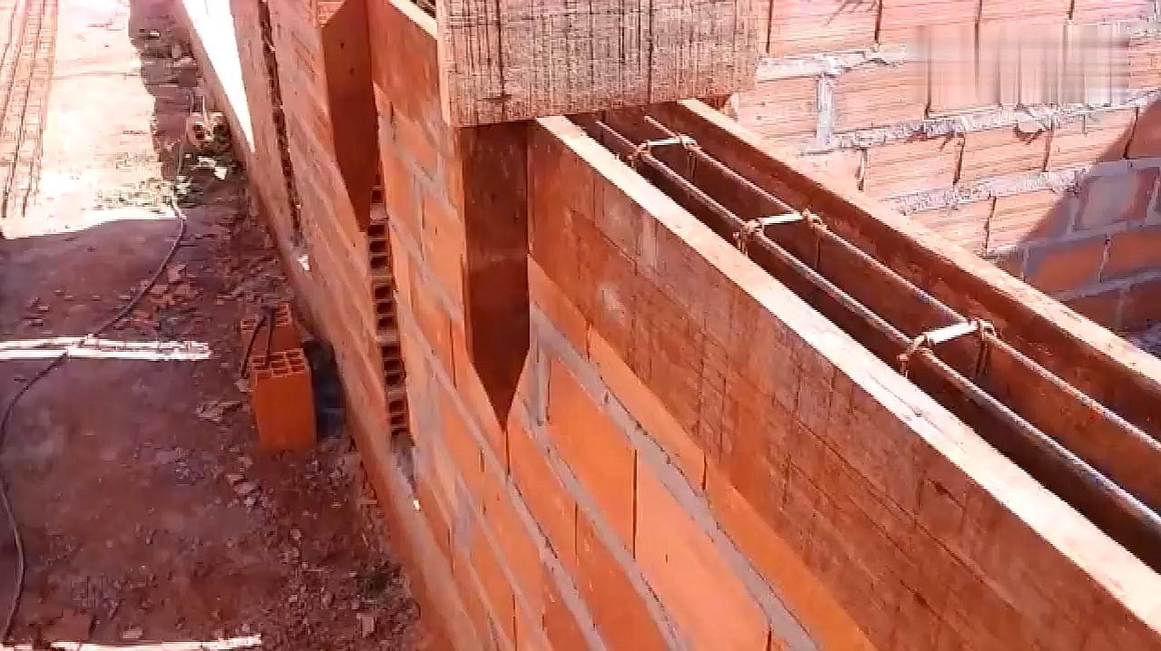农民大叔发明了一款砌墙神器,成本不到五元,建筑工人有福了