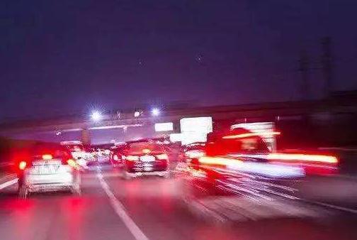 高速不同车道安全性也不同?交警:没错,走这条道事故率几乎为0
