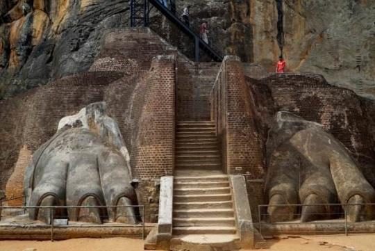 """世界上""""最独特的""""宫殿,建筑在巨石上,游客:巨石上的王朝吗?"""