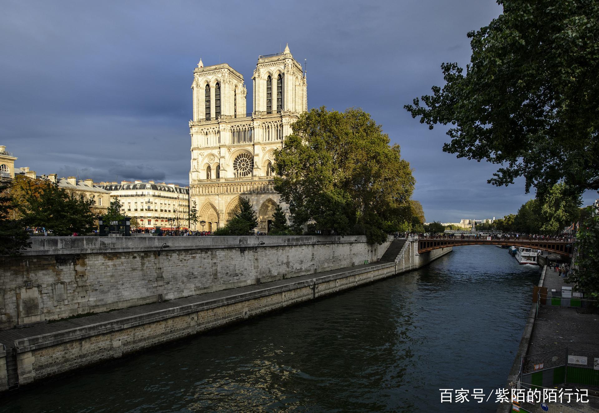 钟楼最有名的美女,巴黎怪人与吉普赛教堂的故美女喝奶水图片