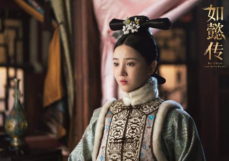 陈小纭身材太好,与林志玲同穿一件小礼裙,她靠年轻取胜!