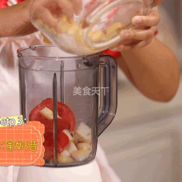 第7步,将剩下的苹果,番茄,梨等原材料加入榨汁机,倒入牛奶打成果汁.