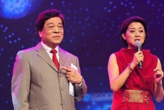 77岁赵忠祥近照,身体硬朗住5亿豪宅,与妻子相伴50年依旧恩爱