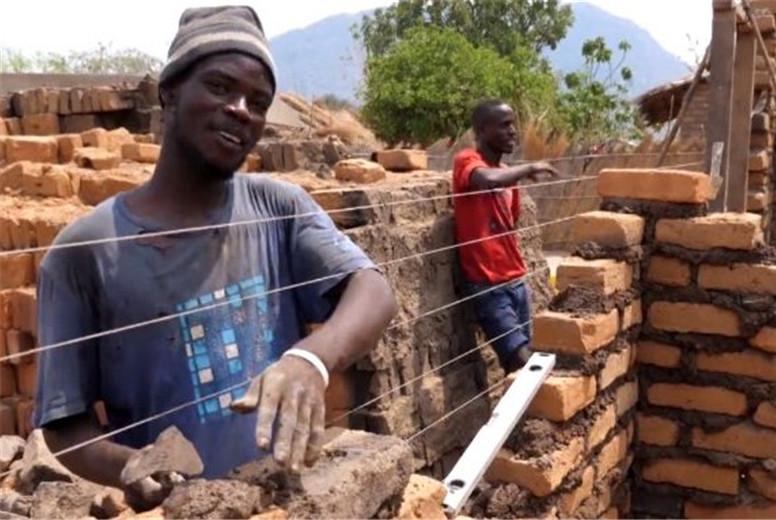 为何我国去非洲援建,都爱自带中国工人?工地主管说出内幕