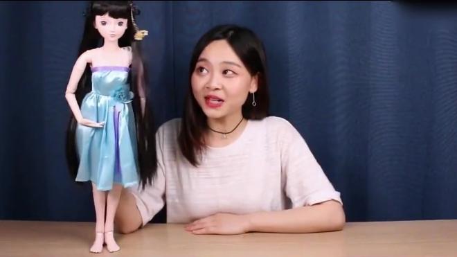 小伶玩具: 你们知道吗? 今天有一位来自中国的美女要过来哦!