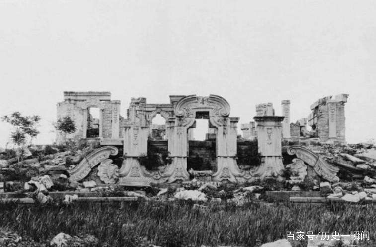 这组老照片是圆明园被毁灭之后所拍,真是满眼残骸