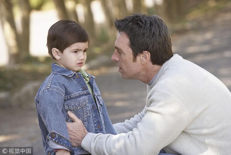 """孩子被欺负后问""""我能还手吗"""",父母的做法各异,这位妈妈真机智"""