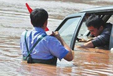 汽车落水时自救方法千千万,你知道的是对的吗?