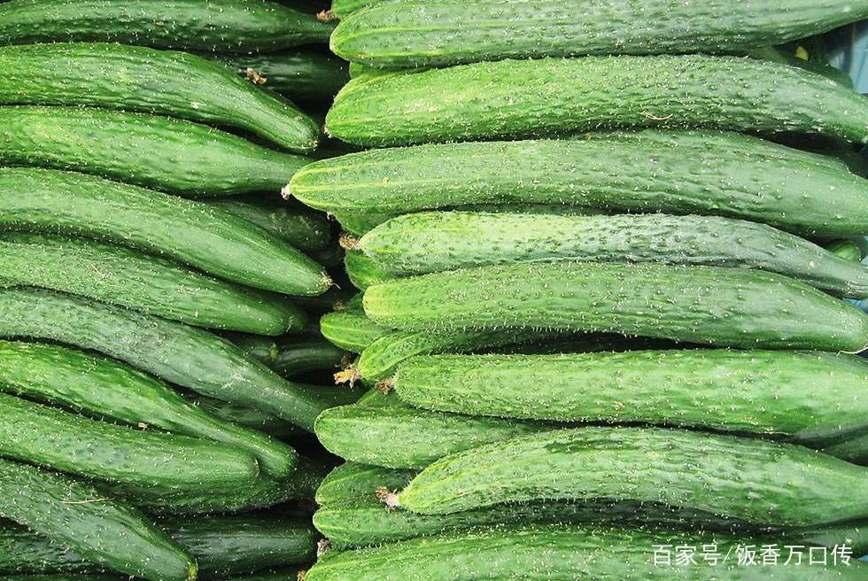 买黄瓜,该挑直的还是弯的好?菜农:别再傻傻挑错了,难吃还费钱