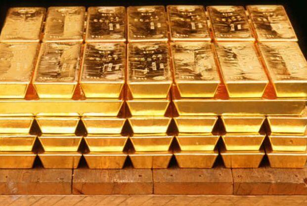 现在价值十万人民币黄金和十万人民币存银行,10年后哪个更值钱?