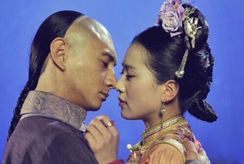 刘诗诗怀孕后难得露面,吴奇隆全程陪护,当爹后心情格外更好