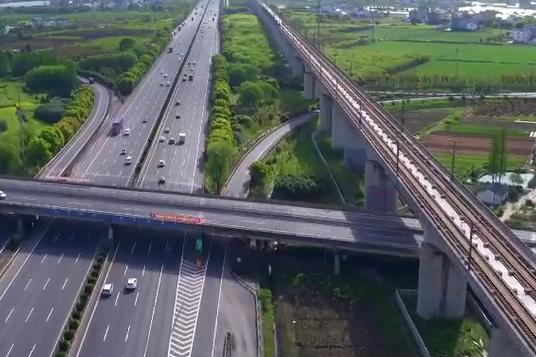 沪杭高速:车轮滚滚促发展