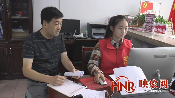 大学生志愿者国庆假期进社区服务居民接地气