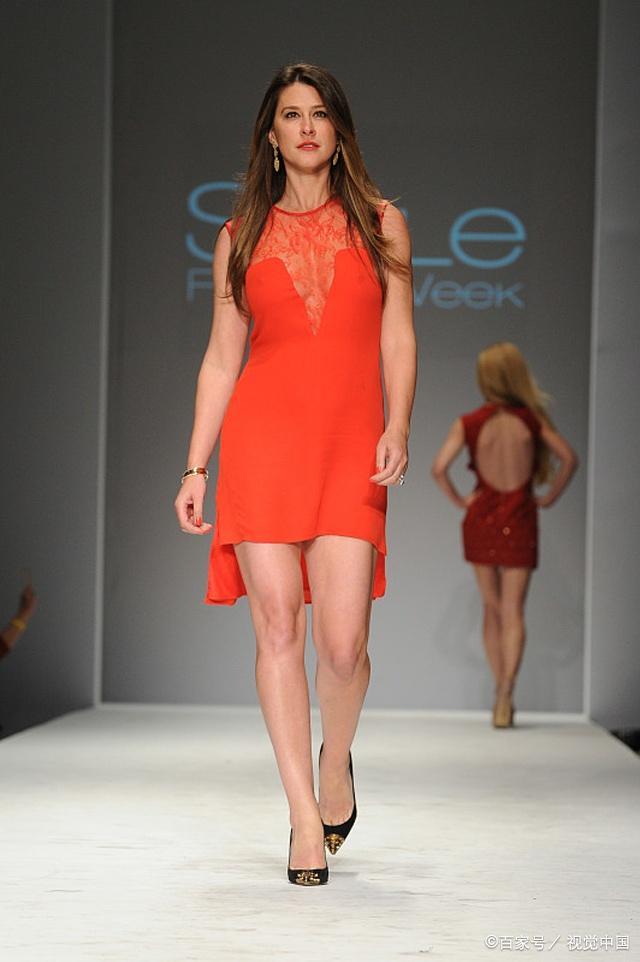 模特走秀展示潮流装扮,美的动人心弦,整体样式大方