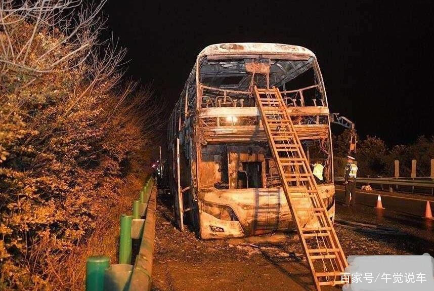 湖南高速旅游大巴失火,已致26人死亡,客车上到底该如何逃生?