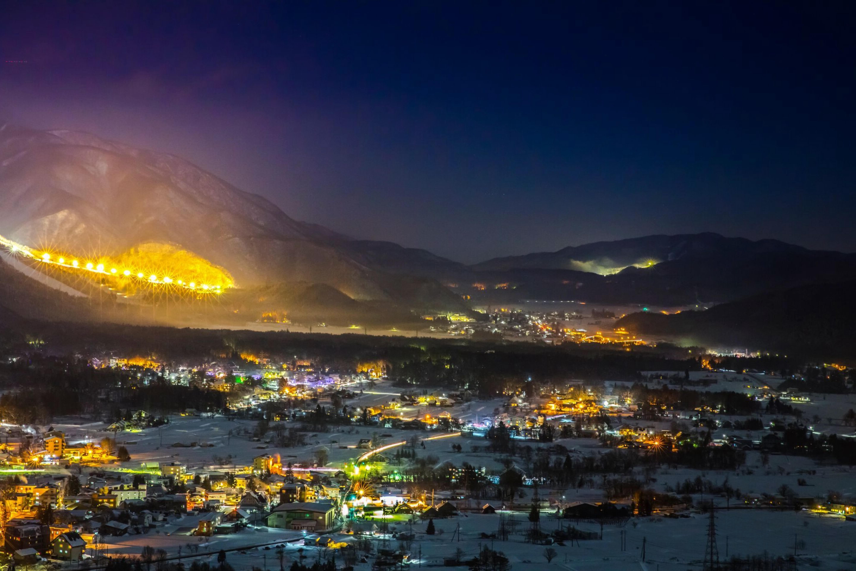 日本智库警告:1800个村镇被合并消失,唯独白马村越来越大