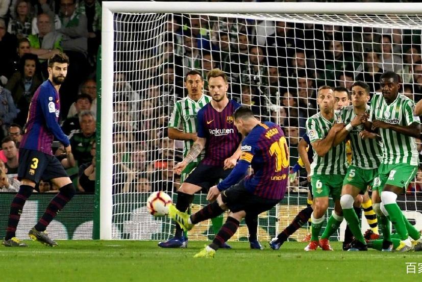 梅西第51次戴帽紧追C罗,对手球迷集体起立鼓掌,武磊拿什么PK他