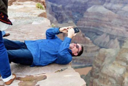 中国游客命丧风景区,就为这个当场跌落悬崖!总领馆发布风险提示…