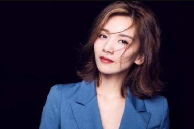 陈思成曾与她同居多年,今35岁身价过亿,却独自带女儿生活