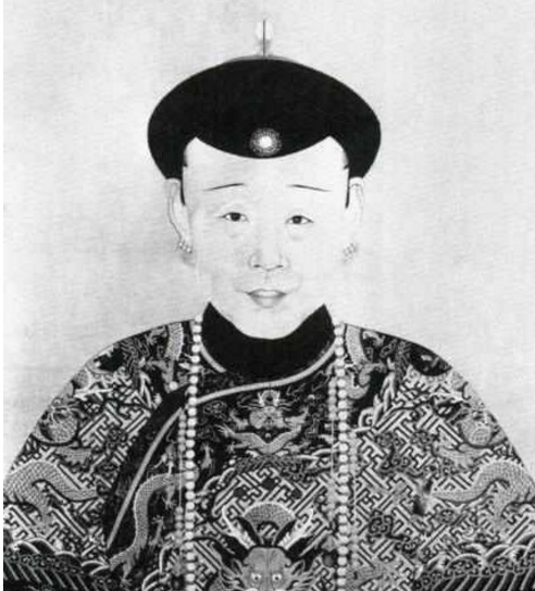 清朝皇后画像:她是历史上最后一个皇太后,画像与本人图片