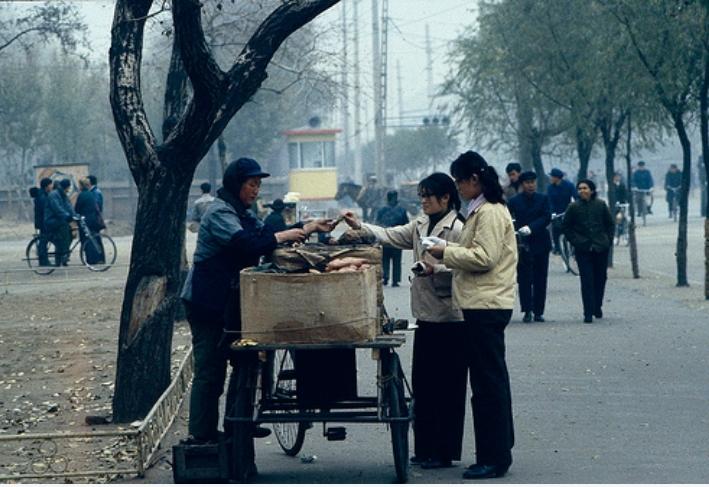 1986年的沈阳市区:人少车少,出行方式纵跨几个时代