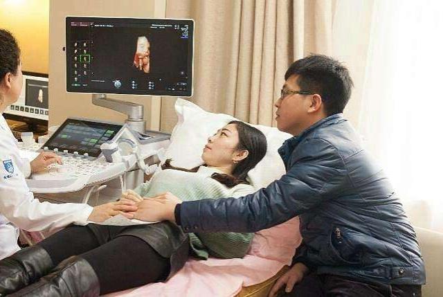 产检胎儿是连体婴,医生建议引产,孕妈坚持生下宝宝,众人惊喜