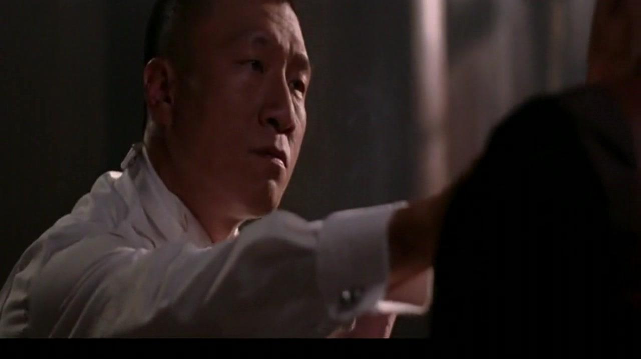 天堂口:刘烨办事失误,红雷竟用烟灰缸直呼其头,场面惨不忍睹!