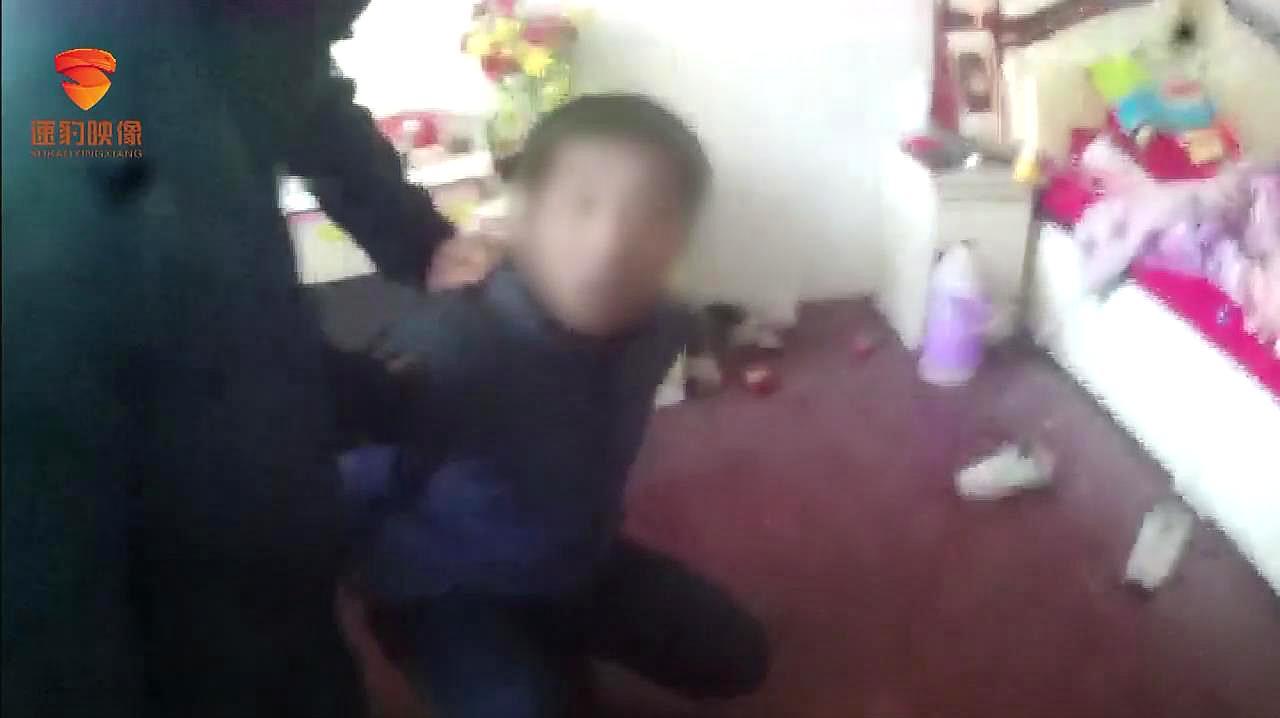 """济南警方捣毁10人吸贩毒团伙,团伙带头的是""""二进宫""""!"""