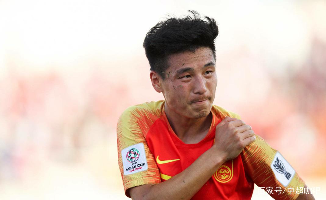 武磊在亚洲杯首轮比赛中可能肩胛骨错位,希望武磊早日