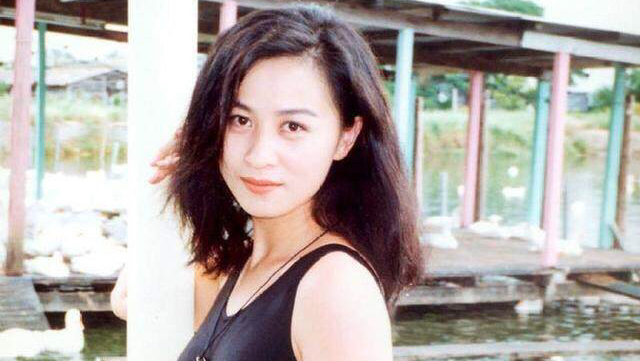 """54岁的她出席活动艳压群芳,网友:""""女王气场太强!"""""""