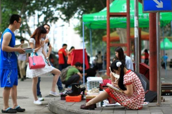 大街上经常看到的那些地摊,都是在哪里进货的?内行人透露实情