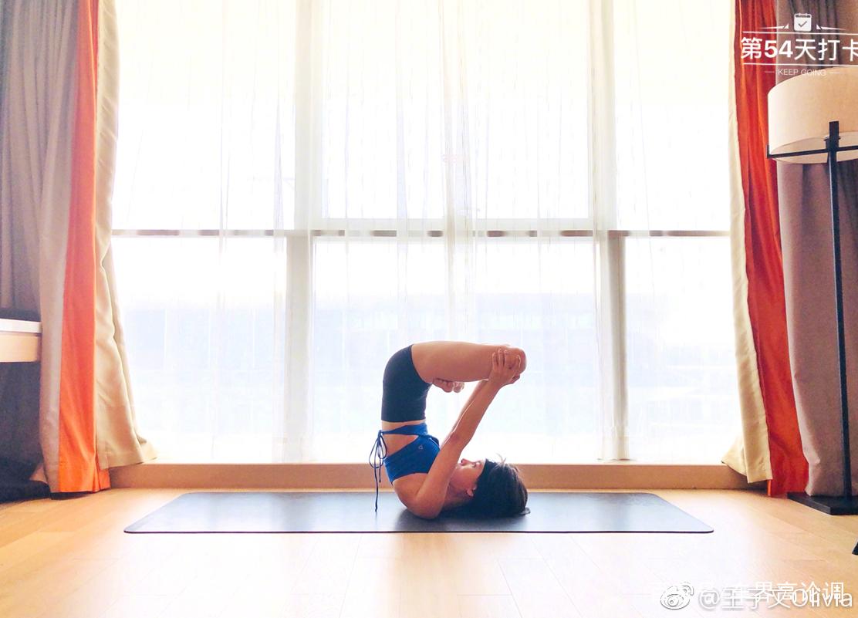 王子文瑜伽新照傳瘋了,連瘦的人都在堅持,你還好意思圖片