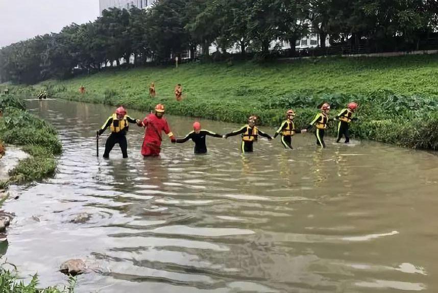痛心!深圳暴雨致4人死亡,中铝火车脱轨致6人遇难!