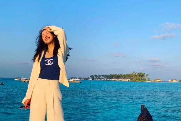 好美!张子萱海边秀身材,肤白貌美气质佳 网友:我是陈赫也选你