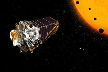 """科学家发现一个""""迷你太阳系"""",距地球2545光年,也有八大行星"""