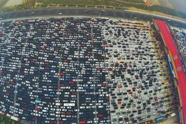 国内最堵高速!曾经堵了整整20天,车主弃车办事回来,车还在原地