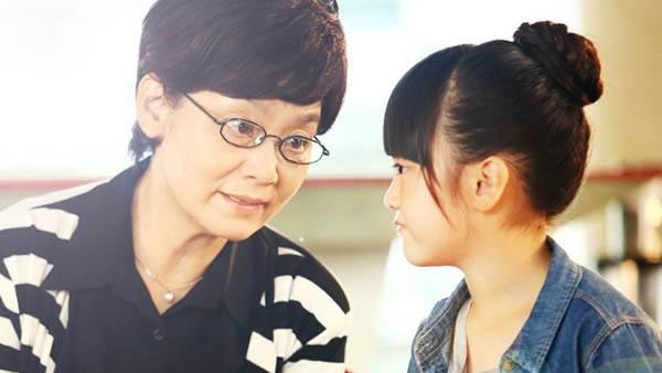 《我们的爱》潘虹饰齐姥姥忍辱负重培养外孙女使女儿一家破镜重圆