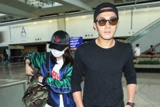 杨幂被曝返港后,刘恺威现身TVB聚会,搞怪卖萌跟平日风格完全不同
