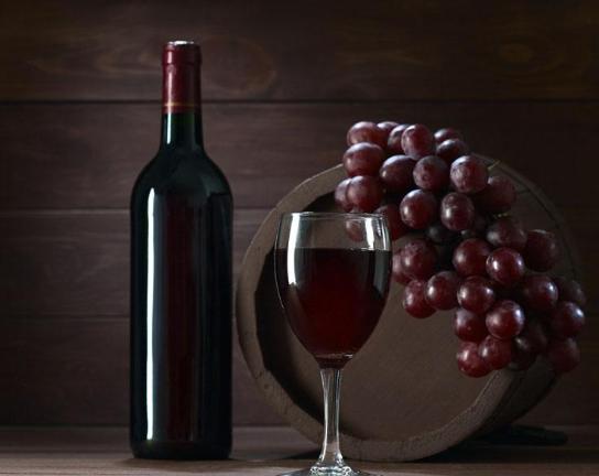 喝红酒需要注意的几件事,不注意的话就尴尬了,张嘴可能就被笑话