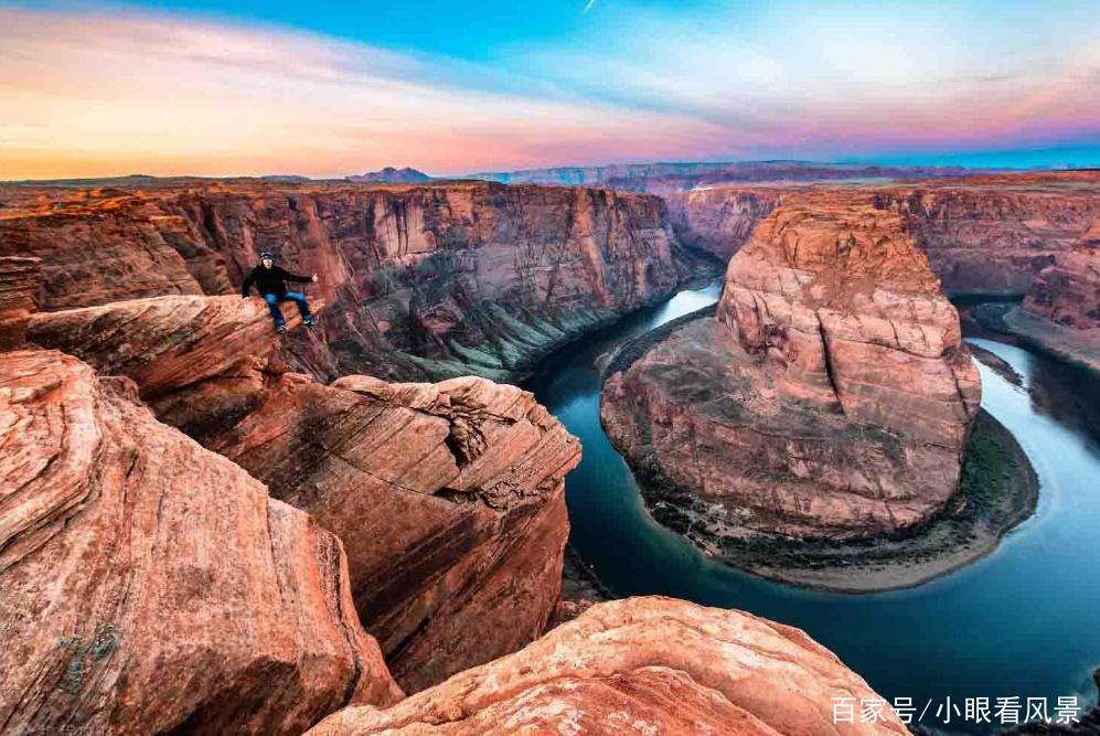 """""""打卡""""比命还重要?中国澳门游客为拍照坠落峡谷身亡"""