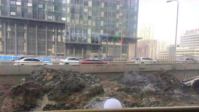 服气!原来可以坐公交考察大江大湖大武汉的大工地!