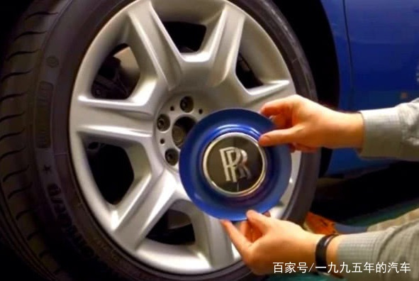 劳斯莱斯的轮胎为什么敢卖8万一个?切开后看到轮毂就知道了
