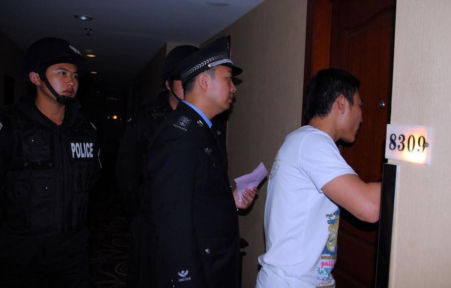 梦见在酒店被警察查房