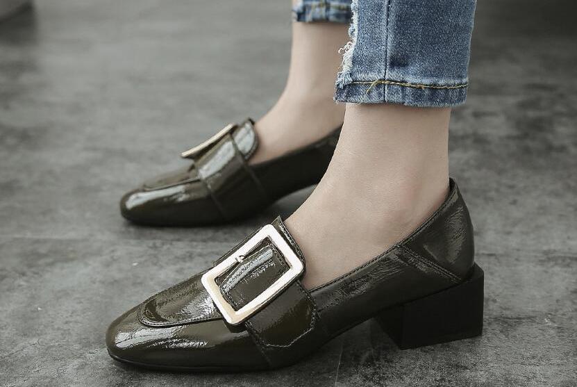 甩掉高跟鞋!春季穿这五款鞋子照样超霸气