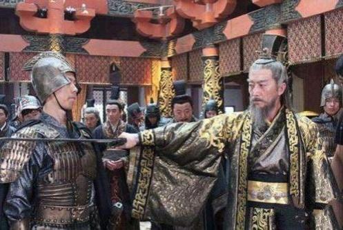 瞎子不让皇帝出宫避暑,皇帝:回来砍了你,瞎子:你回不来了