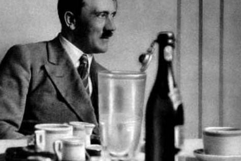 希特勒生前从来都不碰这三件东西,现代人能做到一点,就算我输
