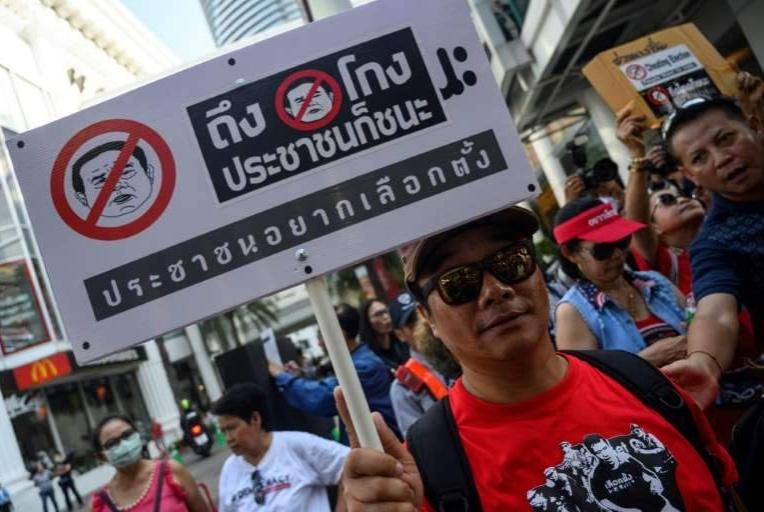 泰国选举混乱不堪,反对阵营怀疑舞弊,发动请愿要求解散选委会