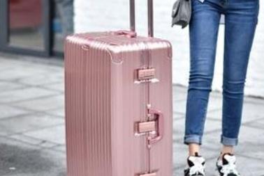 同样是出门旅游,为什么外国人喜欢背包,而中国人却喜欢行李箱?