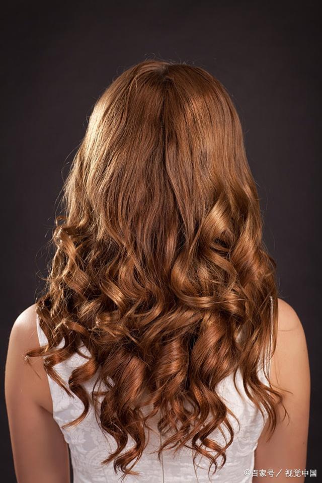 发型是你的第二张脸,性感的你当然选卷发图片