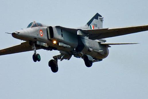 一架米格27战机坠毁,巴铁飞行员大厅一片欢呼,印军高层首次服软